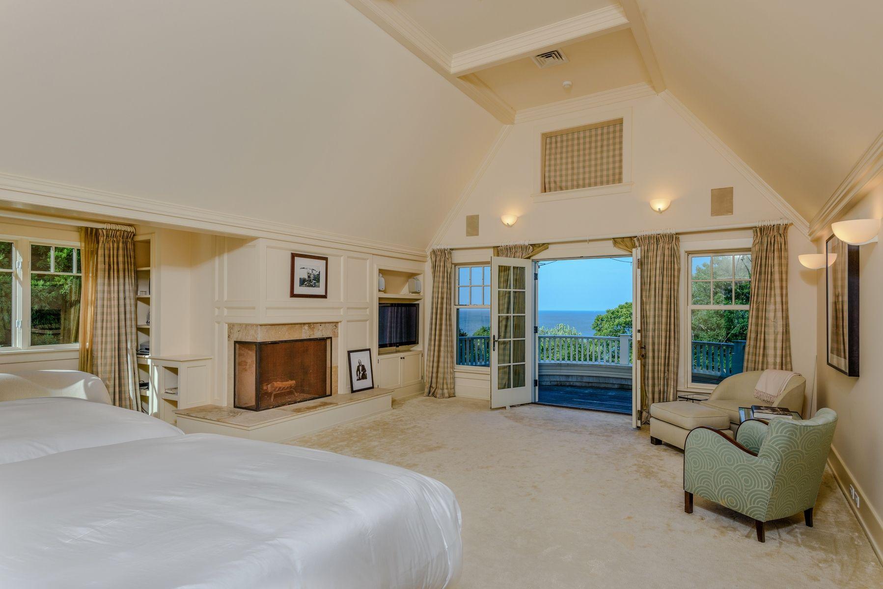 harvey weinstein lists hamptons home bedroom