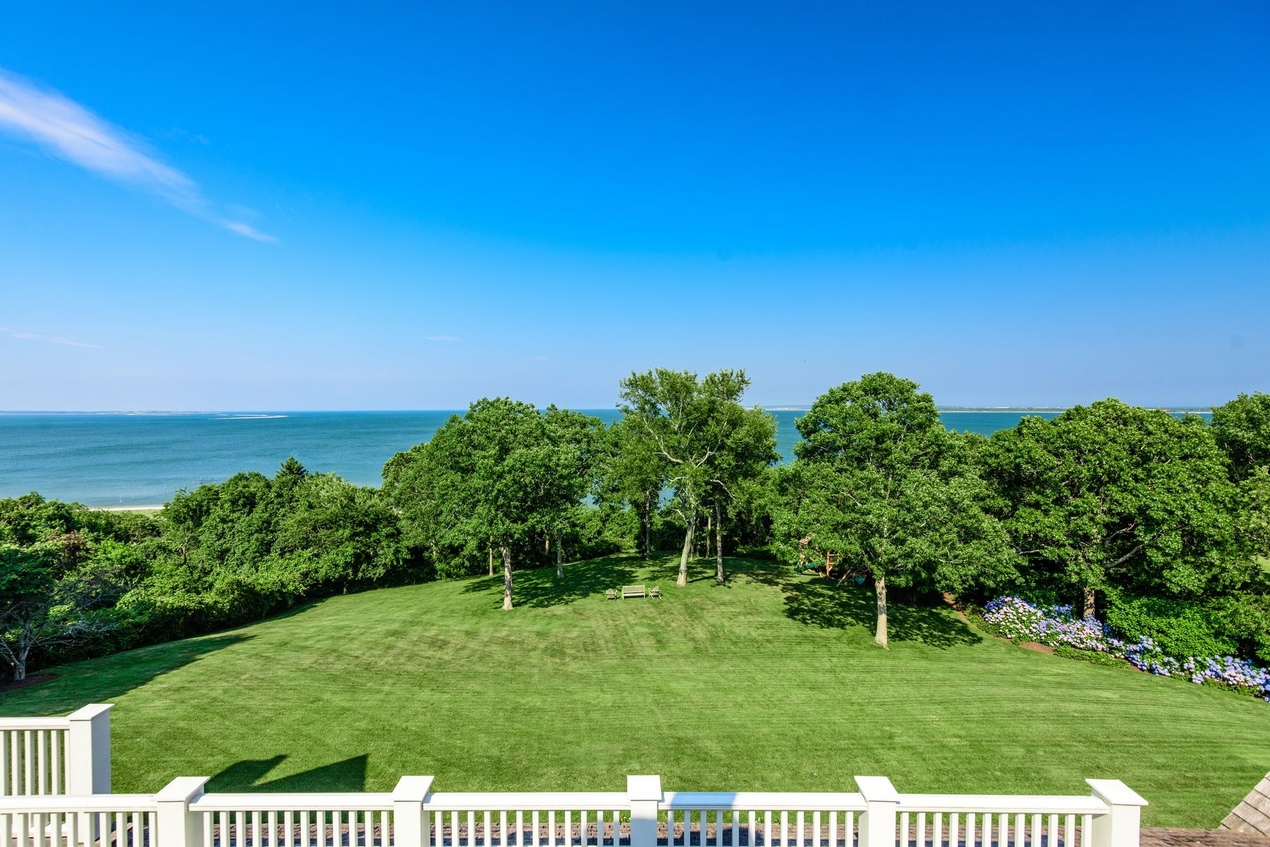 harvey weinstein lists hamptons home yard
