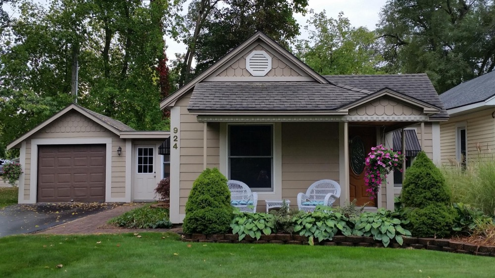 a romantic home for rent in Traverse City, Michigan