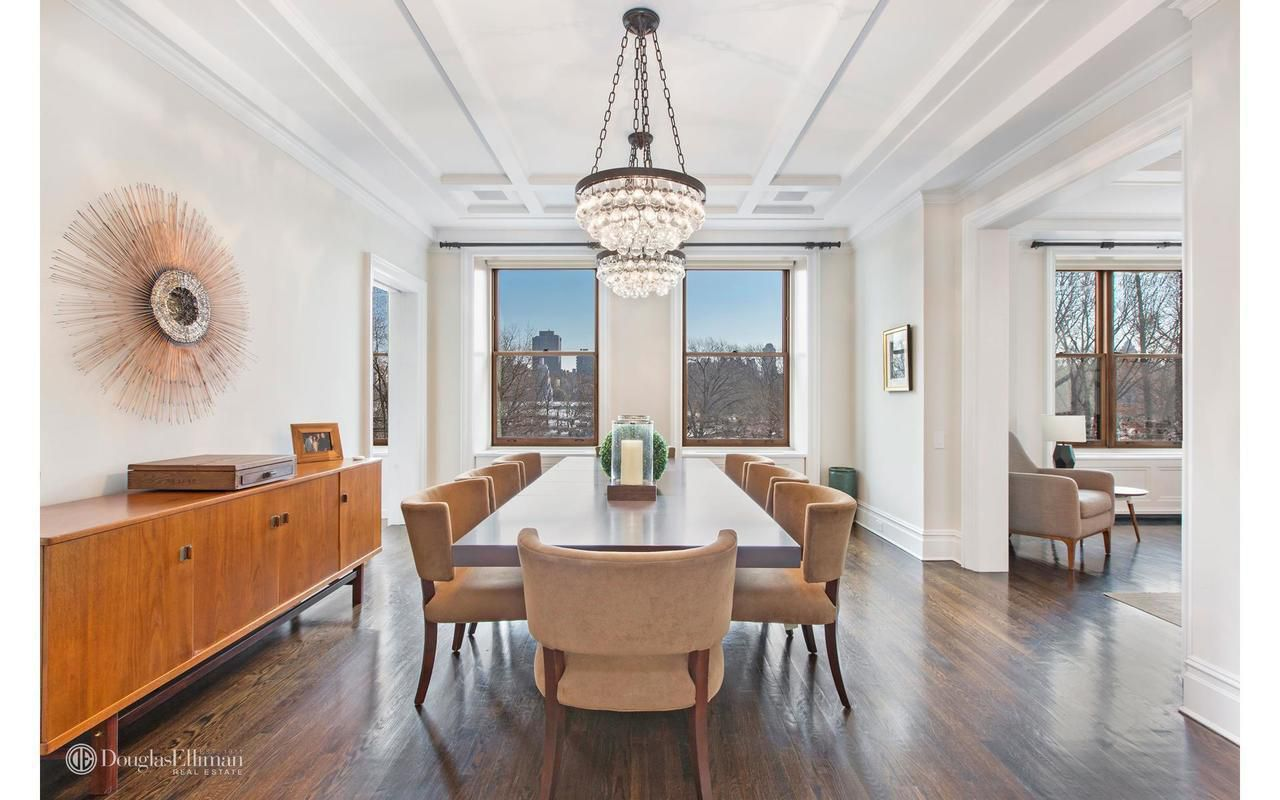 bruce willis lists his manhattan home for 17.175m dining