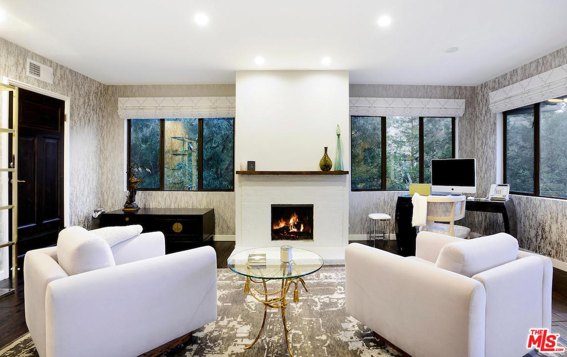 Teri Hatcher Lists Her Studio City Home For $25,000 Per Month ...