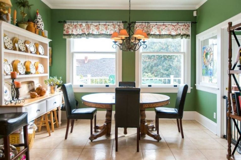 snag the 10 things i hate about you house for $1.6m casual dining area