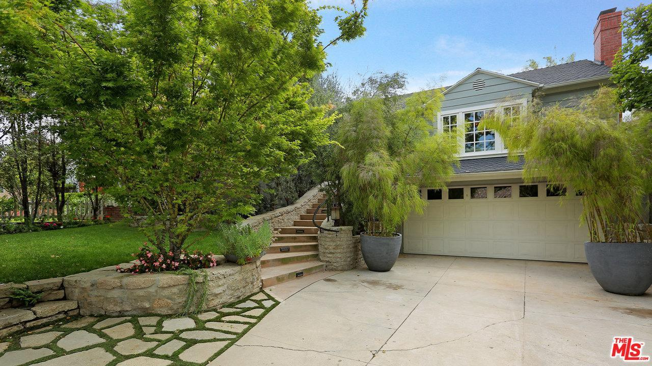 rent melissa mccarthy's toluca lake home for 10k a month exterior