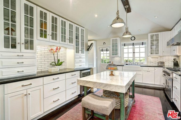 rent melissa mccarthy s toluca lake home for 10 000 month