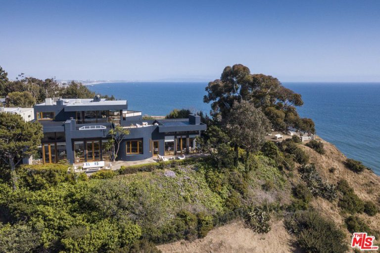 tyra banks lists her pacific palisades home for 9.25m spare cliffs