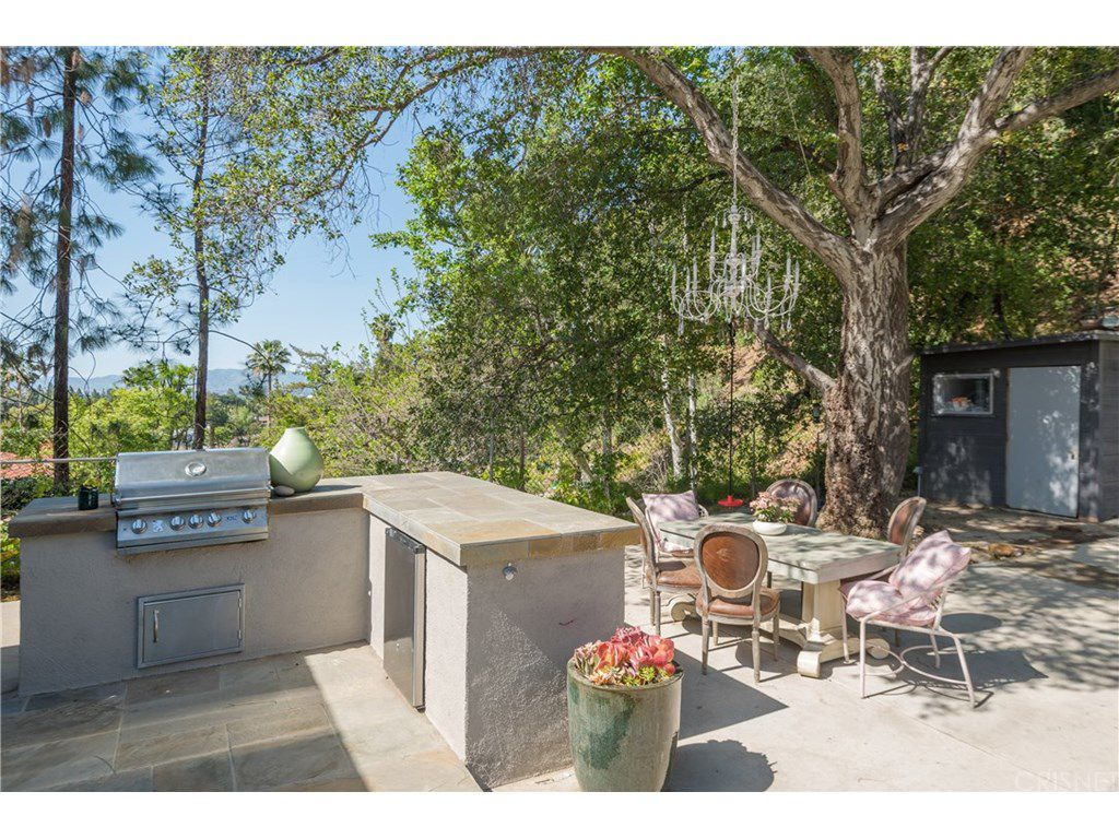 curtis stone leases and sells in the hollywood hills and encino bbq