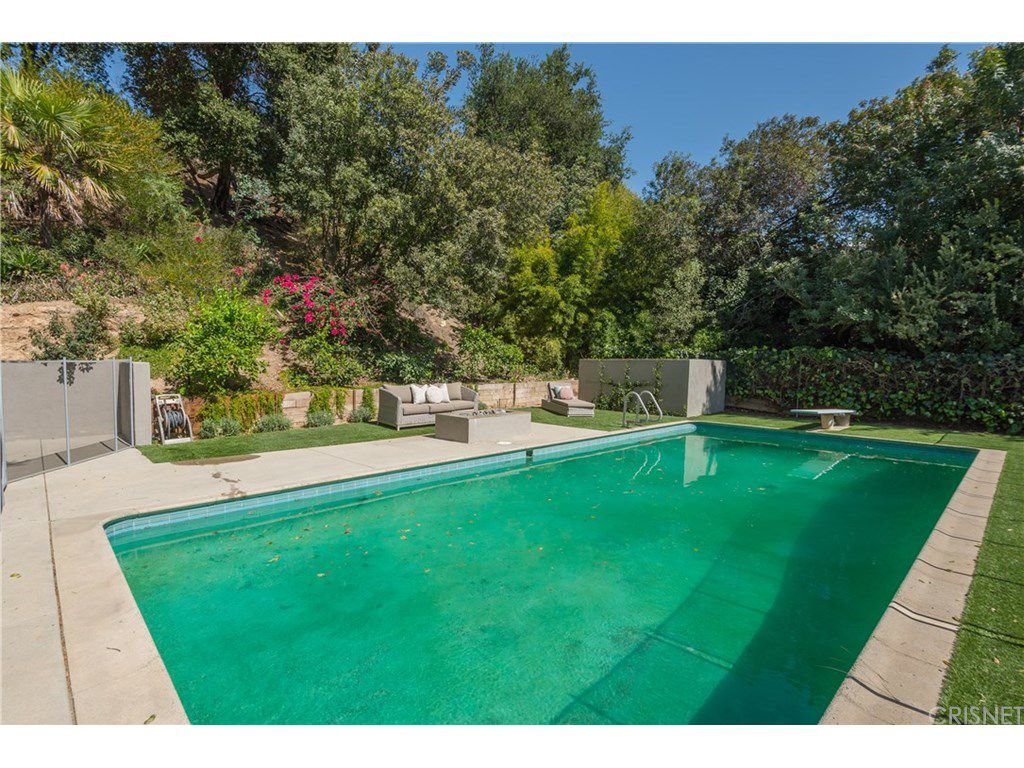 curtis stone leases and sells in the hollywood hills and encino pool