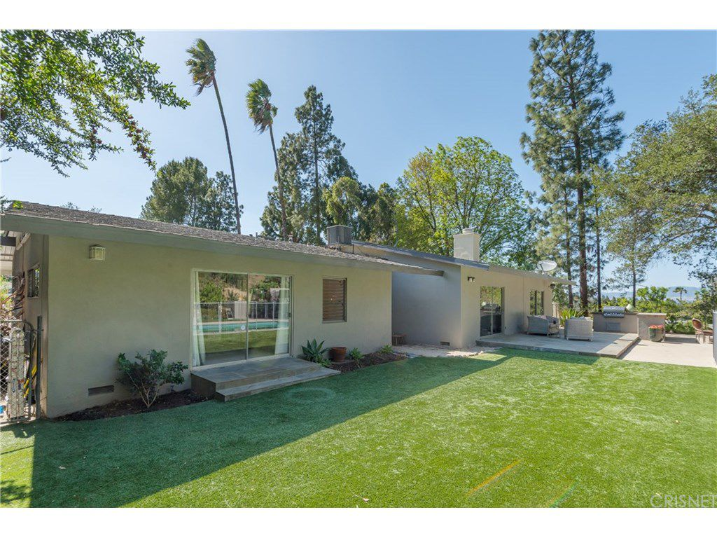 curtis stone leases and sells in the hollywood hills and encino yard