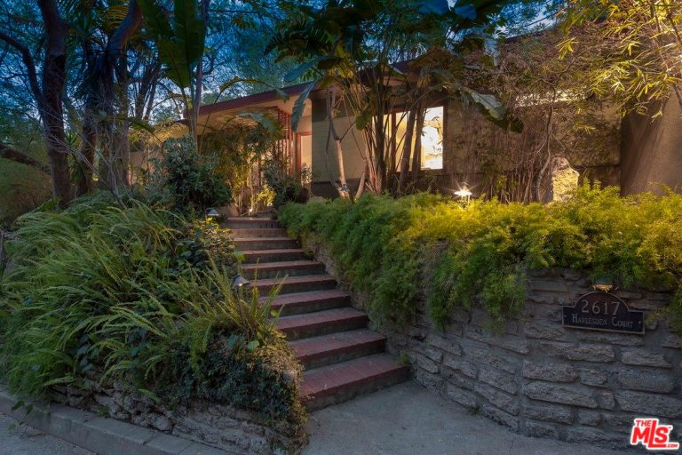 anna faris sells her hollywood hills home for $2.09m pool 2